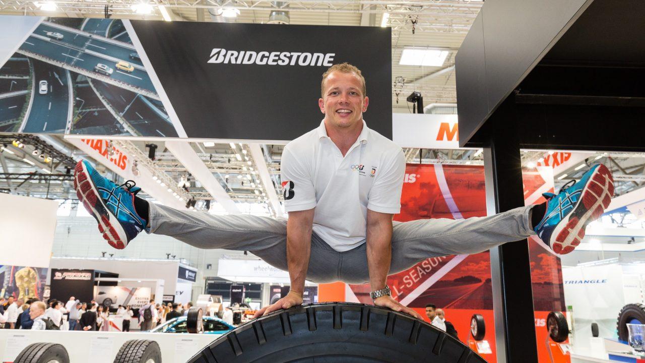 Olympiasieger und Bridgestone Markenbotschafter Fabian Hambüchen auf der THE TIRE COLOGNE im Reifenfieber