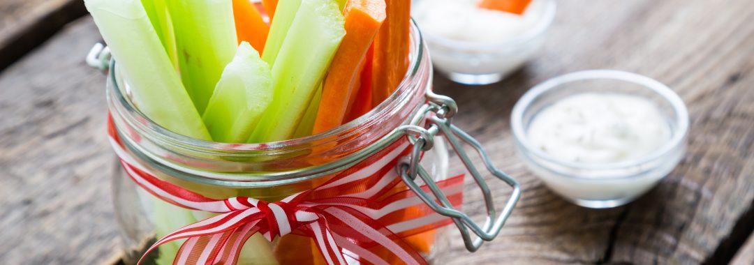 Vegetarisch durch den Sommer: Gemüsesticks mit Dip