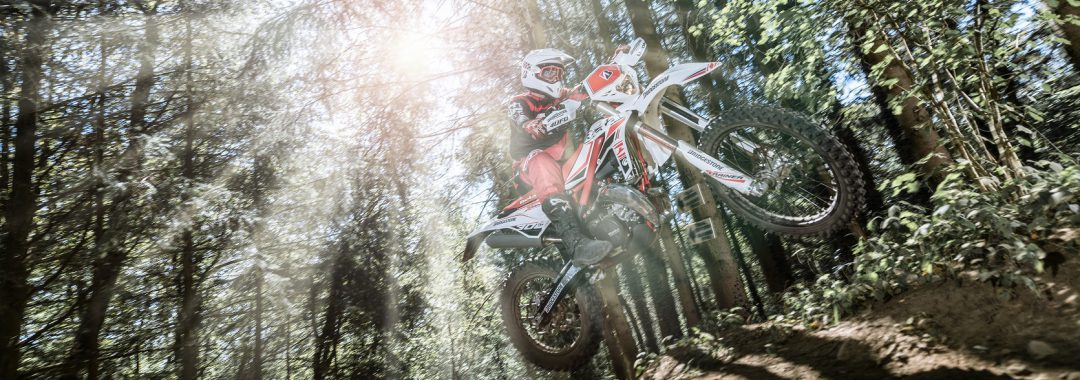 Bridgestone bringt neuen Battlecross E50 Motorradreifen für Enduro-Wettbewerbe auf den Markt