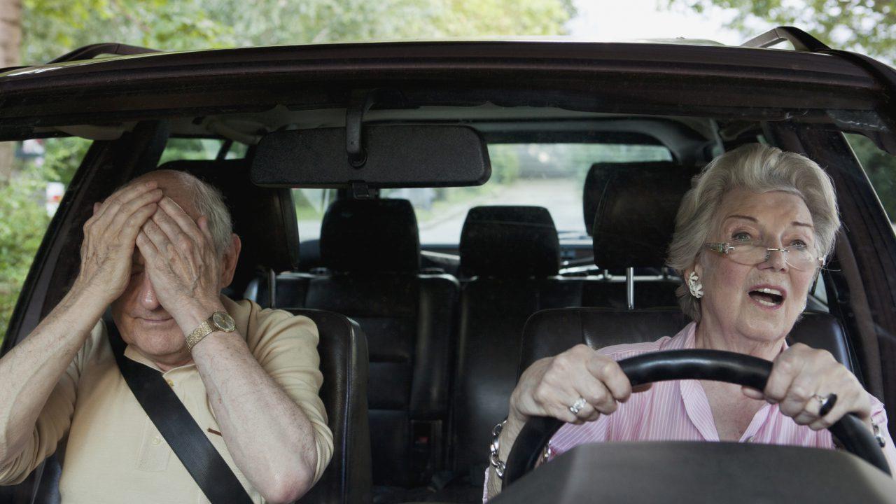 Neue Studie von HEM beweist: Frauen sind die besseren Autofahrer