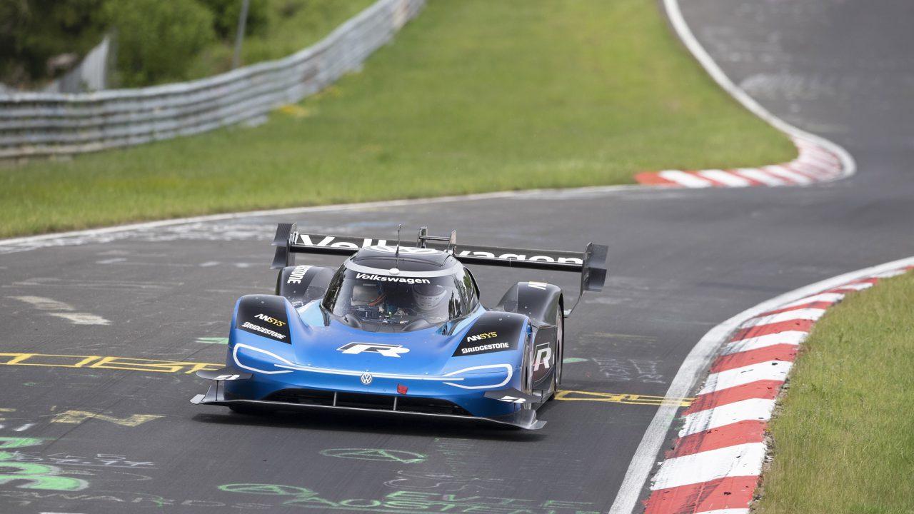 Bridgestone und Volkswagen brechen gemeinsam den Rekord für Elektrofahrzeuge am Nürburgring