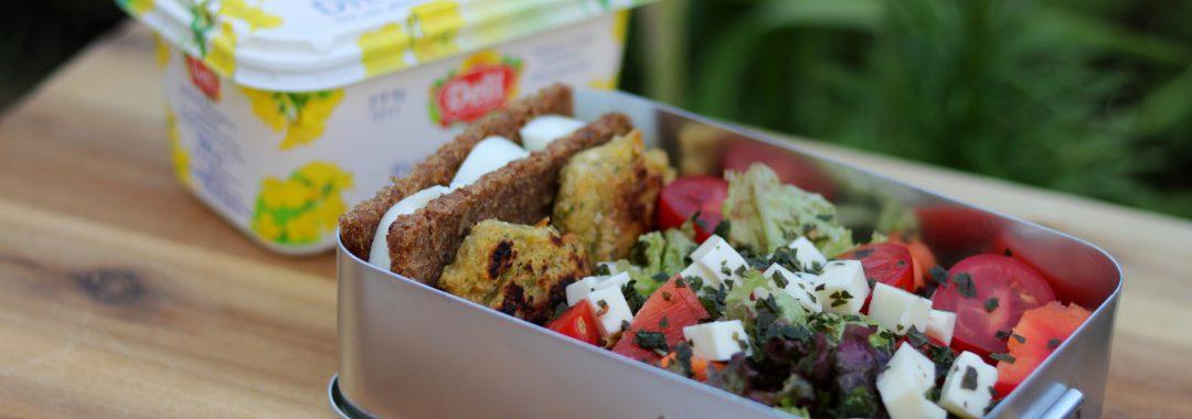 Vollkorn-Salat-Pause mit Feta-Falafel