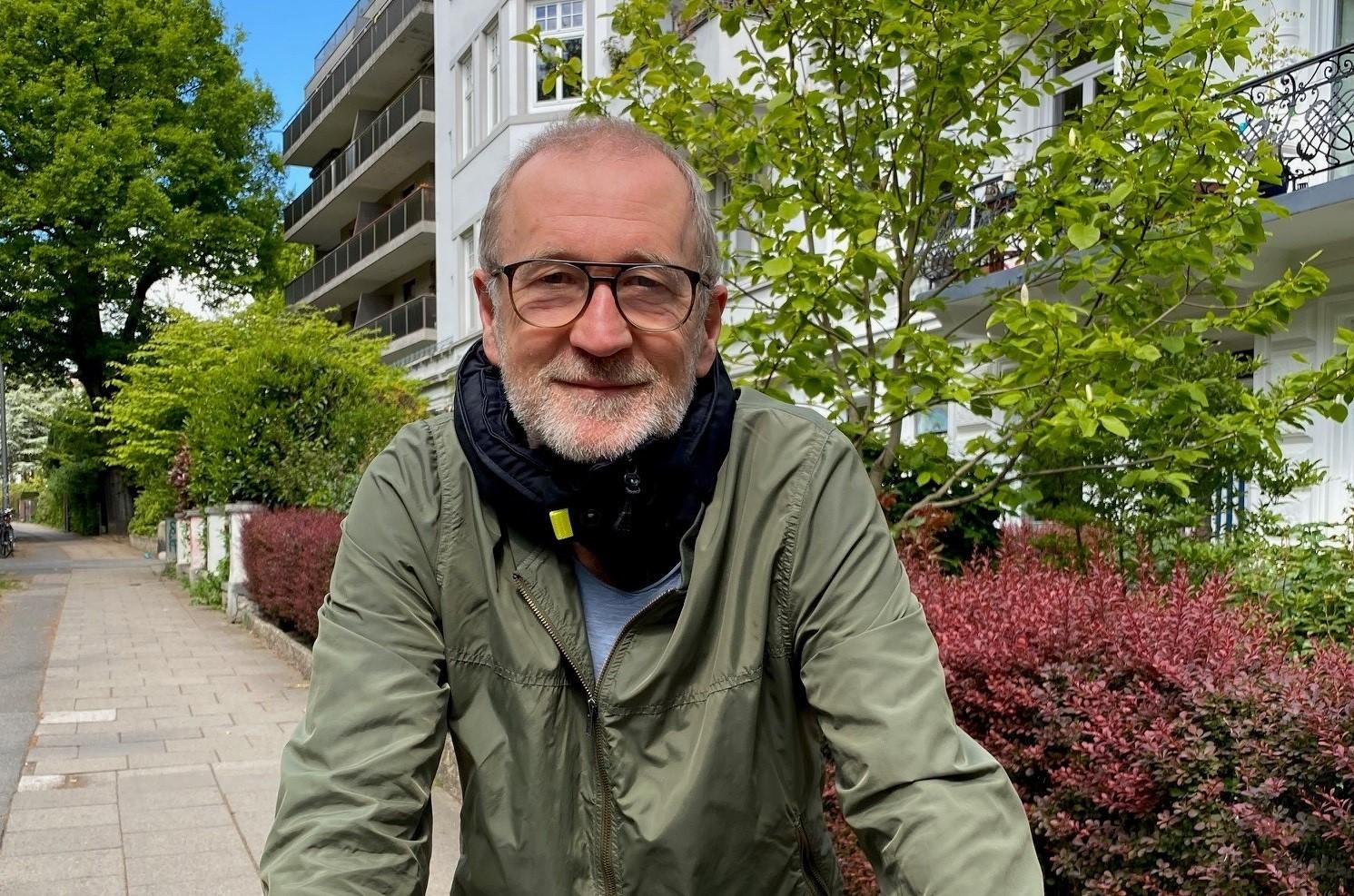Sicher unterwegs: Peter Lohmeyer setzt auf den Hövding 3