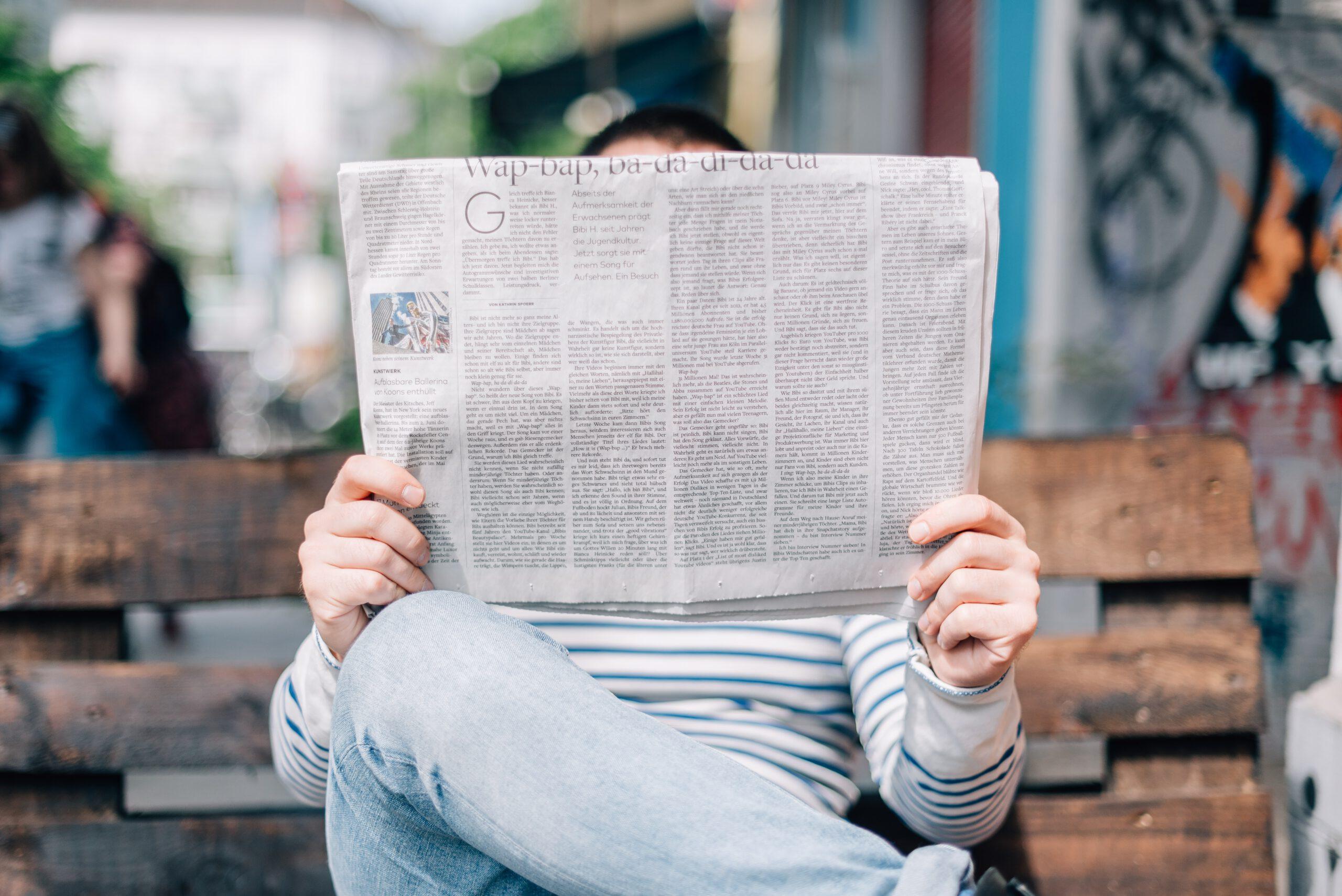 Wie kommen eigentlich die Nachrichten in die Medien?