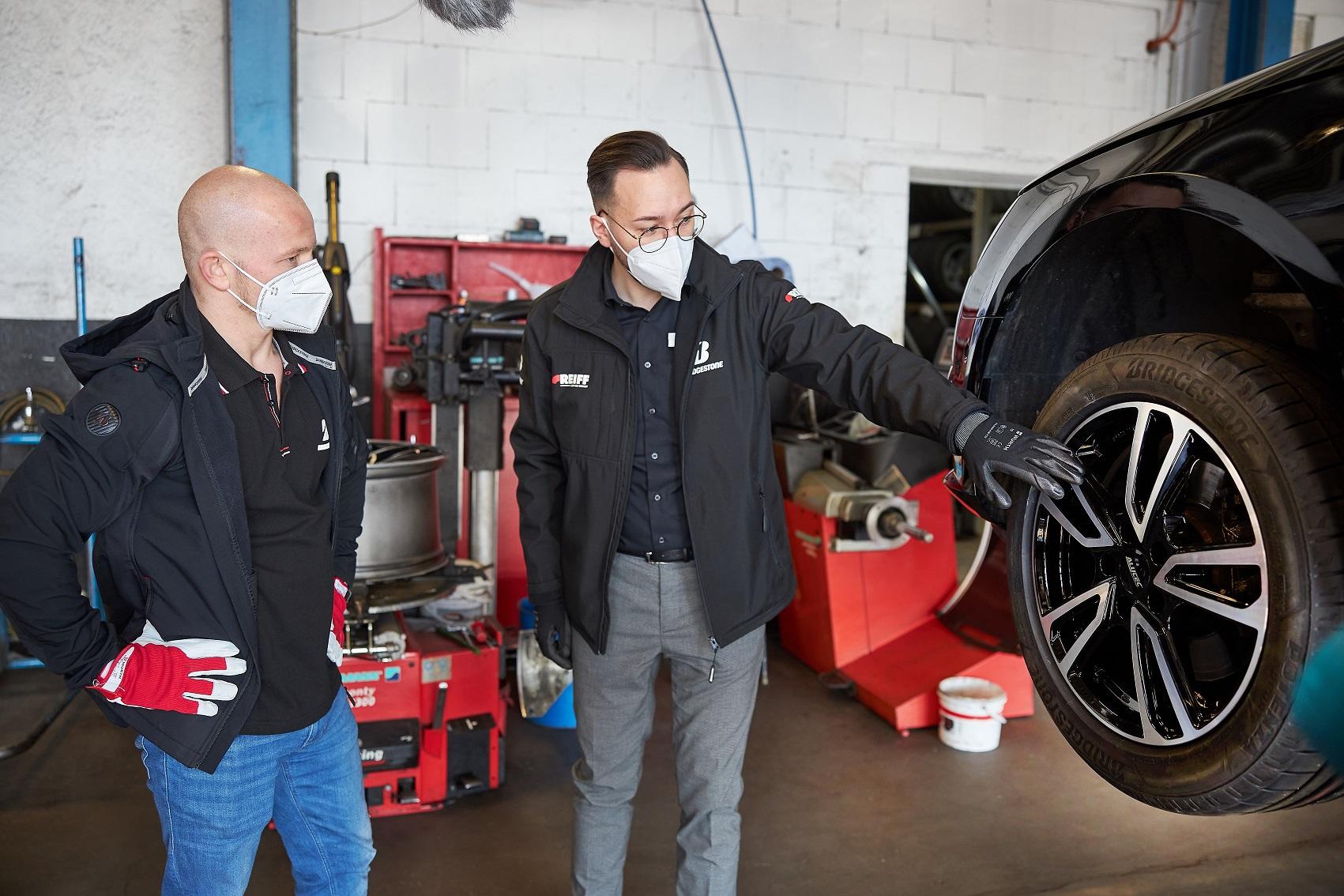 Reifenwechsel mit Fabian Hambüchen