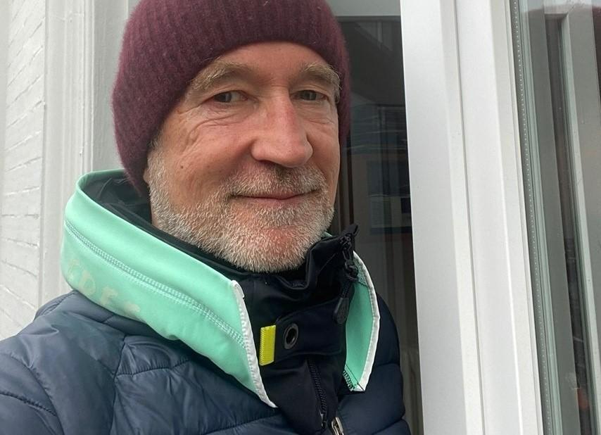 Peter Lohmeyer verschenkt zu Weihnachten den Hövding 3.